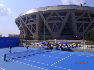 Isner and Berdych warming up in front of the Diamond Court